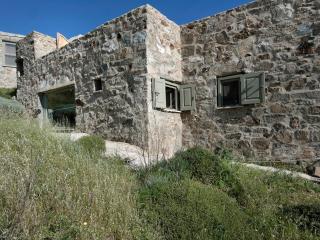 Charming 4 bedroom Villa in Serifos with Outdoor Dining Area - Serifos vacation rentals