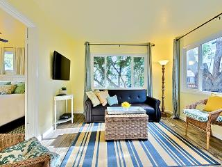 15% OFF APRIL - Cottage just steps to beach with private deck and shared spa! - La Jolla vacation rentals