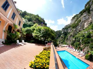Ravello Le Rose 7 with terrace and shared pool - Ravello vacation rentals