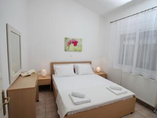 Romantic 1 bedroom Condo in Nea Iraklitsa with Internet Access - Nea Iraklitsa vacation rentals