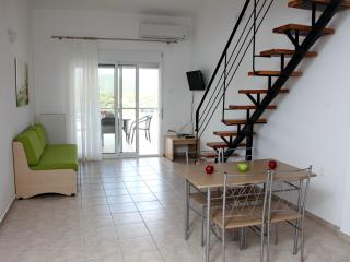 Sunny 1 bedroom Apartment in Nea Iraklitsa with Internet Access - Nea Iraklitsa vacation rentals