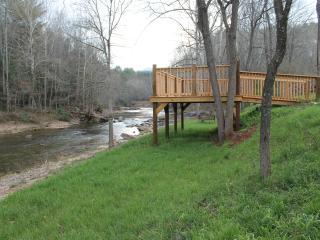 3 bedroom Farmhouse Barn with Internet Access in Burnsville - Burnsville vacation rentals