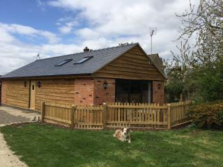 2 bed pet friendly barn in the Cotswolds - Little Witcombe vacation rentals