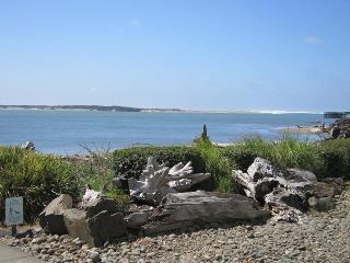 COZY CLAM - Lincoln City, Waters Edge - Lincoln City vacation rentals