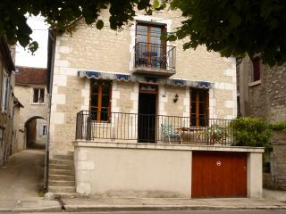 5 bedroom House with Internet Access in Auxerre - Auxerre vacation rentals