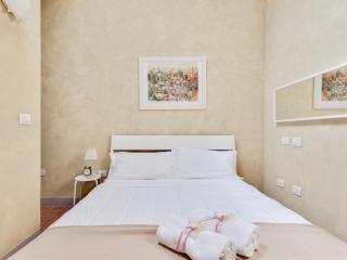 IL DUOMO apt sleep 4 - Lucca vacation rentals