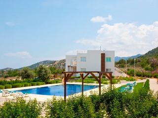 Penthouse holiday apartment with roof sun terrace - Tatlisu vacation rentals