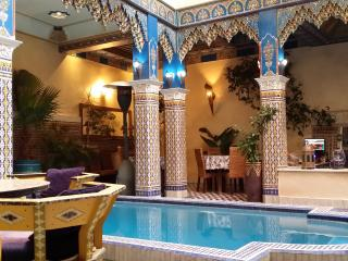 Chambre rouge 2 lits Riad Puchka Marrakech Medina - Marrakech vacation rentals