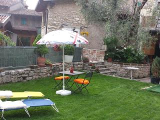 B&B ai due ulivi un posto da relax - Castelletto di Brenzone vacation rentals