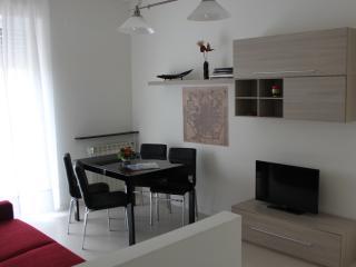 Grazieso bilocale vicino ai Navigli - Milan vacation rentals