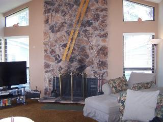 #74 PONDEROSA Cute as a button! $1000.00-$135.00 BASED ON FOUR PERSON OCCUPANCY AND NUMBER OF NIGHTS (plus county tax, SDI, and processing fee) - Plumas County vacation rentals