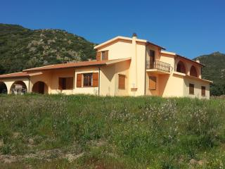 Bright 4 bedroom Viddalba Villa with Deck - Viddalba vacation rentals