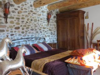 Nice Chalet with Internet Access and Television - Laragne-Montéglin vacation rentals