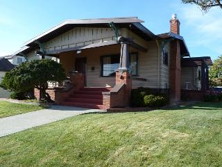 Classy Craftsman in Downtown Arcata - 3 Bdrm Sleeps 6 with Sauna - Arcata vacation rentals