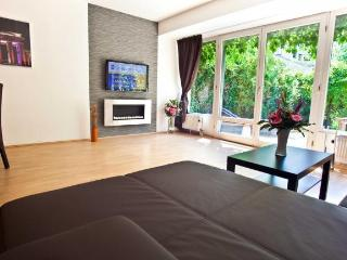 ✥STAY AT THE CENTER OF EVERYTHING✥ - Berlin vacation rentals