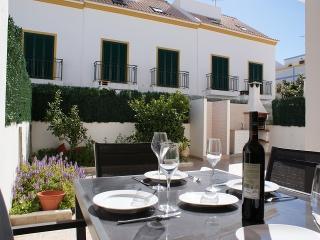 Nice Villa with A/C and Outdoor Dining Area - Vila Nova de Cacela vacation rentals