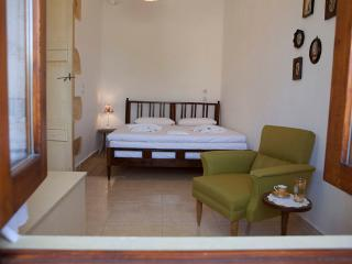 Romantic 1 bedroom Drapanias Cottage with Internet Access - Drapanias vacation rentals