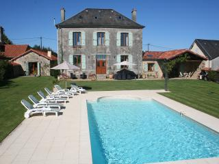 Ancienne Mairie St Nicolas Courbefy - Ladignac le Long vacation rentals