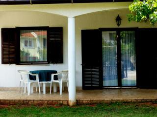 Apartman Julia Valbandon - Valbandon vacation rentals