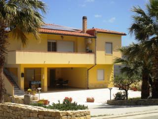 ARBARIA in villa con giardino - Buseto Palizzolo vacation rentals