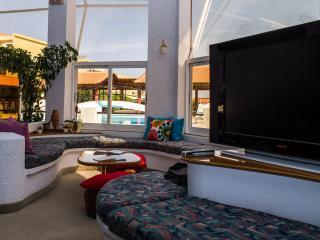 Cozy House in Karlovasi with Balcony, sleeps 2 - Karlovasi vacation rentals