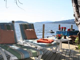 Footprints Beach Sweet/huge decks on private beach - Sechelt vacation rentals