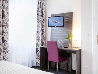 Double Room in Herzogenaurach - quiet, comfortable, cozy (# 7344) - Herzogenaurach vacation rentals