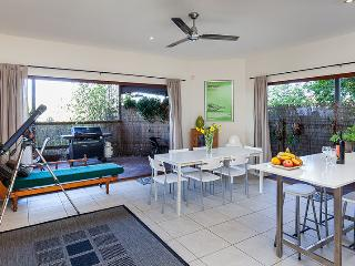 Cliff Top Villa in Trendy Bulimba-Inner Brisbane - Brisbane vacation rentals