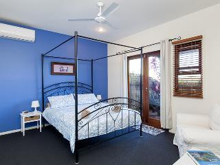 Cliff Top Villa in Trendy Bulimba-Inner Brisbane - Brisbane vacation rentals