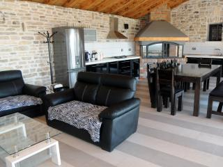 Nice 1 bedroom Benkovac Guest house with Internet Access - Benkovac vacation rentals