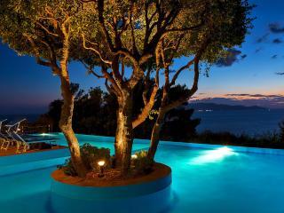 Relax e mare: monolocale con patio e piscina - Cala Piccola vacation rentals