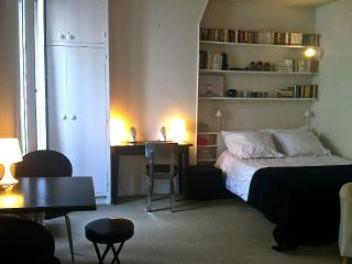 Studio Eiffel Champs de Mars - Paris vacation rentals