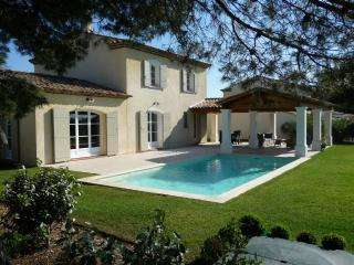 Nice Villa with Internet Access and A/C - Mallemort vacation rentals
