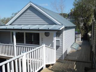 Comfortable House with Deck and Internet Access - Gurnard vacation rentals