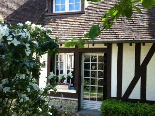Cozy 3 bedroom Bed and Breakfast in Dreux with Internet Access - Dreux vacation rentals