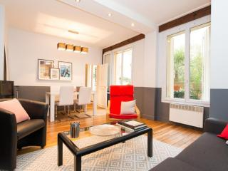Classic Montorgueil One Bedroom Paris - Paris vacation rentals