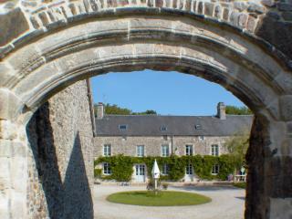 B&B in Carbonnelle a 17th century farmhouse - La Haye-du-Puits vacation rentals