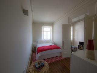 Home Made Guest Studios - Studio Arrábida - Porto vacation rentals