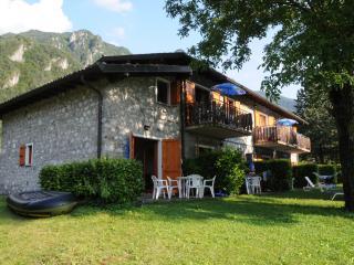 Casa Anna, Vesta, Lago d´Idro, Italia - Vesta vacation rentals