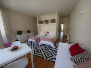 Home Made Guest Studios - Studio D. Luís - Porto vacation rentals