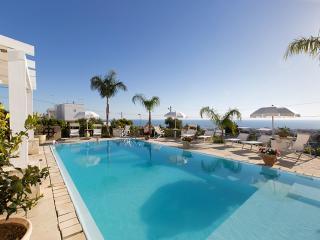 Charming 5 bedroom Villa in Santa Maria al Bagno - Santa Maria al Bagno vacation rentals