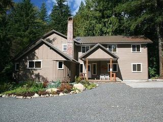 Mt. Baker Lodging Cabin #3 -Large cabin on acreage - Glacier vacation rentals