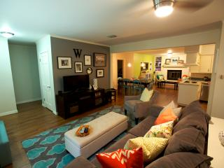 ACL just blocks away! Walkable to SOLA! - Austin vacation rentals