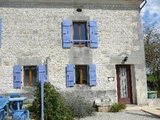 L'Ecurie (18th Century converted Stables) - Saint Denis du Pin vacation rentals