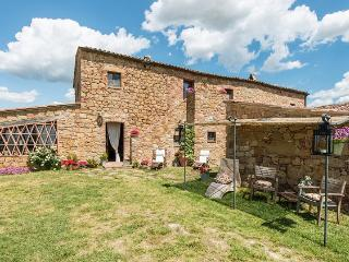 Lovely 6 bedroom Val d'Orcia House with Private Outdoor Pool - Val d'Orcia vacation rentals