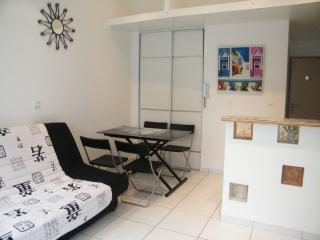 Romantic 1 bedroom Apartment in Lattes with Internet Access - Lattes vacation rentals