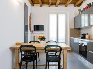 Downtown flat. Fiera in 19'. Central Railway st 5' - Milan vacation rentals