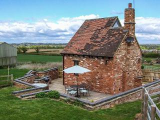 OWL COTTAGE, woodburner, hot tub, WiFi, pet-friendly, near Napton-on-the-Hill, Ref 923700 - Napton-on-the-Hill vacation rentals