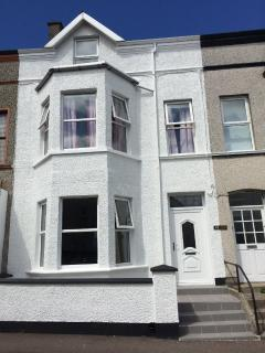 Nice 6 bedroom Portrush House with Internet Access - Portrush vacation rentals