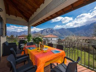 Sunny 5 bedroom Villa in Ossuccio with Internet Access - Ossuccio vacation rentals